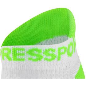 Compressport Racing V2 Run Calcetines Bajos, white/green